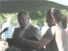 Bill Rustem honors Jerutha Kennedy
